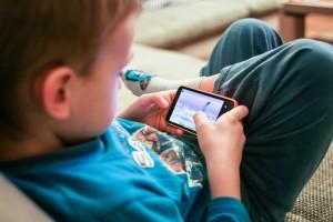 Criança-e-tecnologia-internet